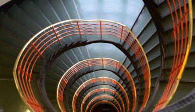 Treppen in Kontorhäusern in Hamburg (Antik und Modern)